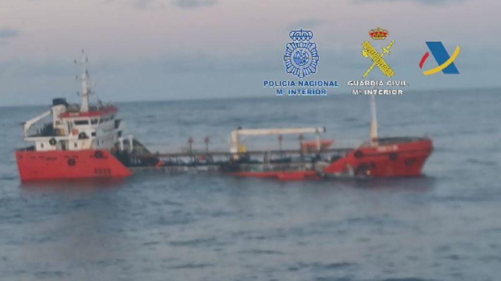 Intentan hundir un barco con tres toneladas de cocaína al ser sorprendidos por la policía