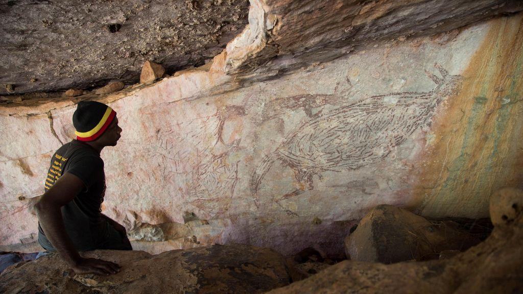 Aparece un canguro pintado hace 17.300 años, la figura rupestre más antigua de Australia