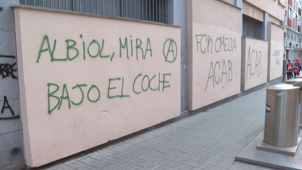 """García Albiol, alcalde popular de Badalona, denuncia una amenaza de muerte en una pintada: """"Mira debajo del coche"""""""