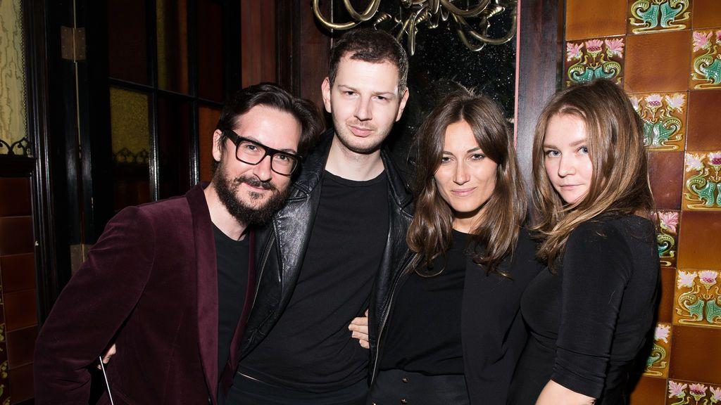 Anna Sorokin (a la derecha) en una fiesta de Nueva York