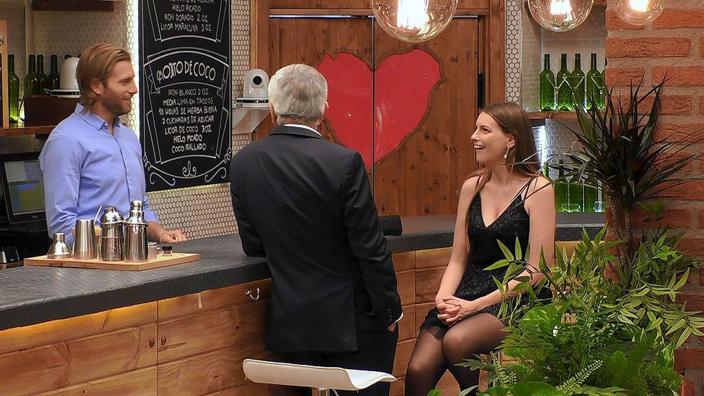 """Adriana quiere una cita con Matías y el camarero no le da un """"no"""" por respuesta"""