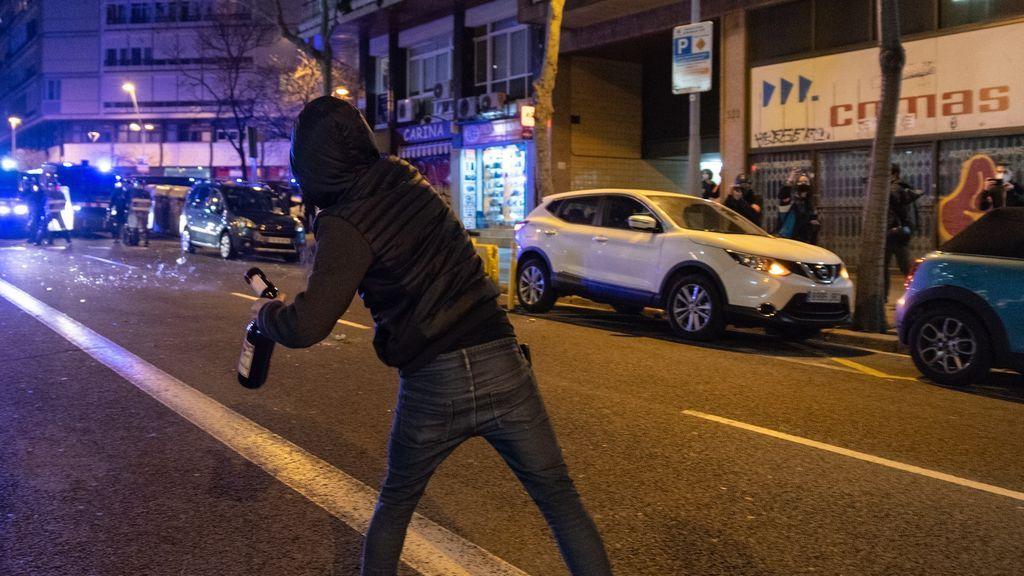 Las protestas en favor de Pablo Hasél se desinflan, en una noche con menos manifestantes y escasos incidentes