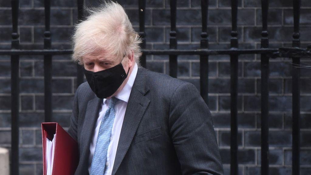 """Reino Unido no descarta tener que hacer revacunaciones periódicas, """"de manera habitual"""", frente al covid"""