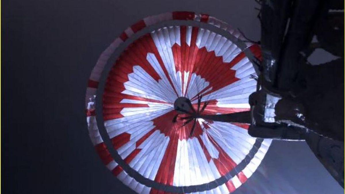 """""""Atrevete a hacer grandes cosas"""", el mensaje oculto del paracaidas en el  Perseverance Rover que aterrizó en Marte"""