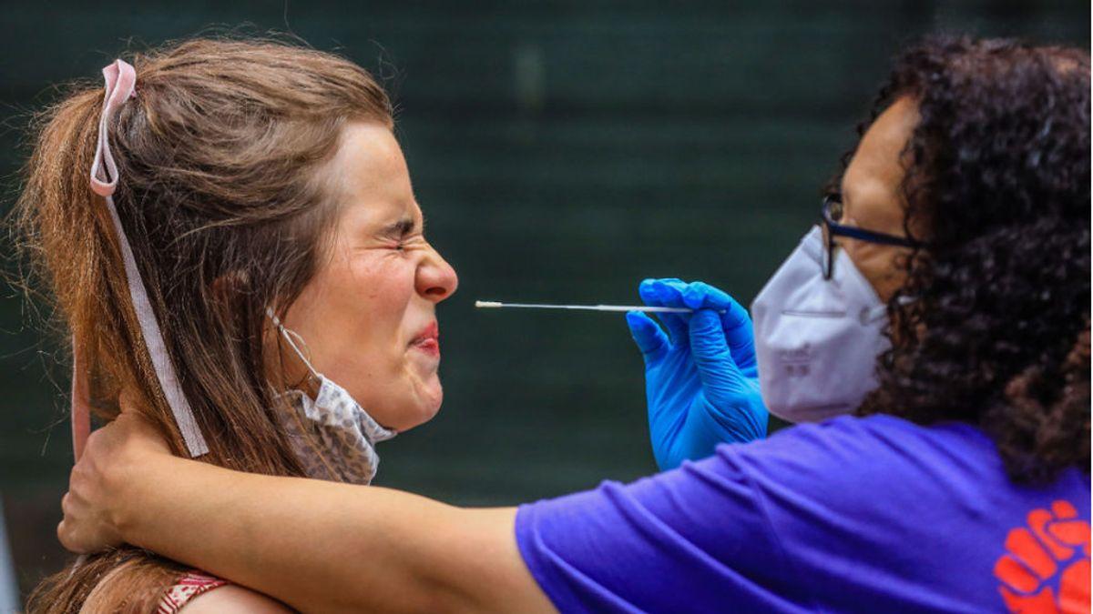 Nueva York recomienda a la población usar doble mascarillas hasta junio mientras continúa la vacunación