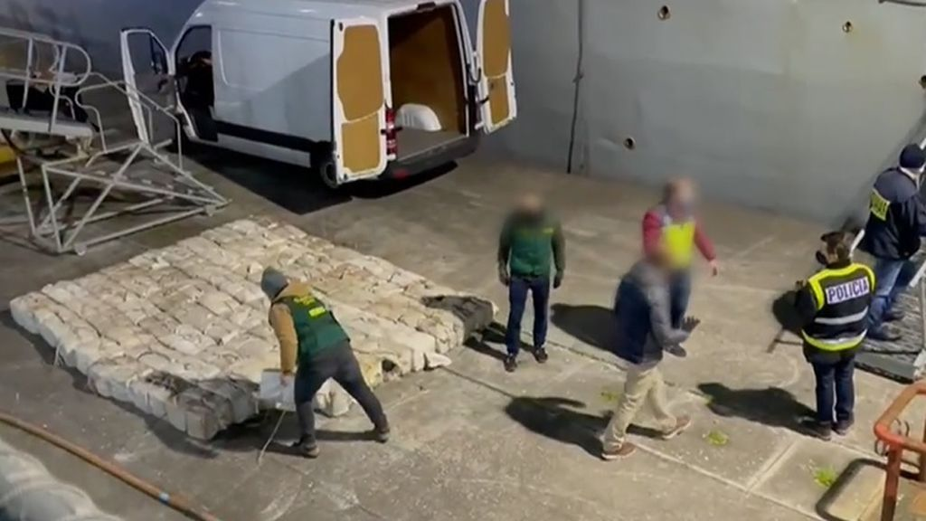 Las imágenes de Telecinco sobre el alijo de cocaína intervenido en un mercante de Lugo