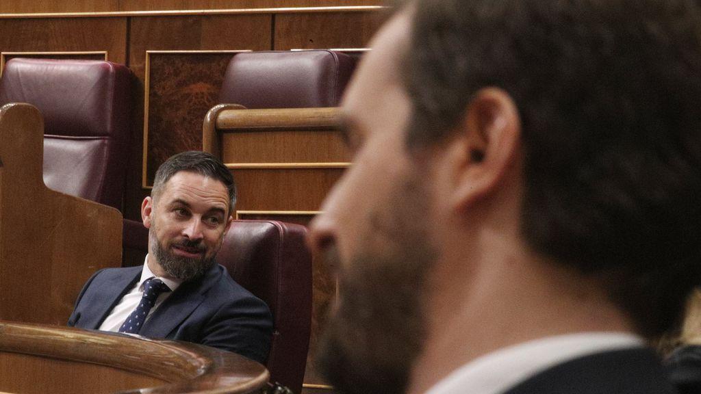 """Abascal amenaza a Casado con una moción de censura y le acusa de ser """"cómplice"""" de Sánchez"""