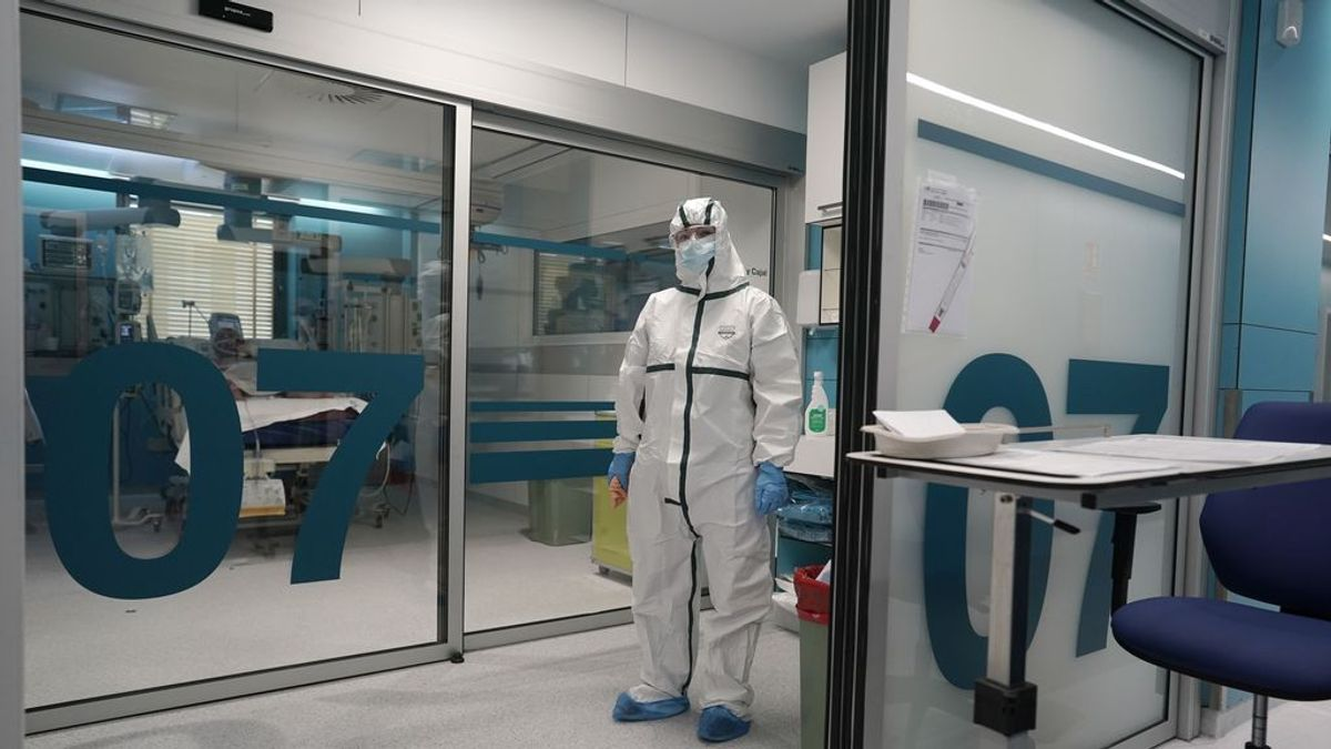 Los ingresados en UCI por coronavirus en Madrid bajan de los 600