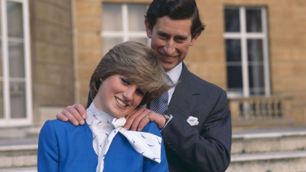 Posado el día del compromiso entre Lady Di y el príncipe Carlos
