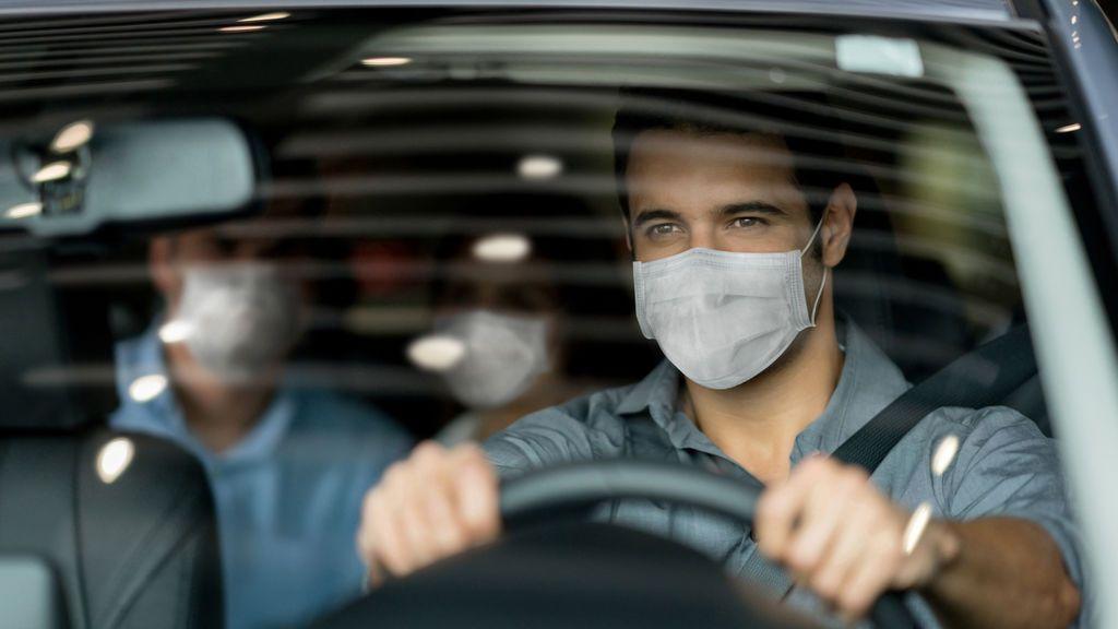 Sanción por no llevar mascarilla en el coche: ¿cuál es el importe y en qué casos pueden multarme?