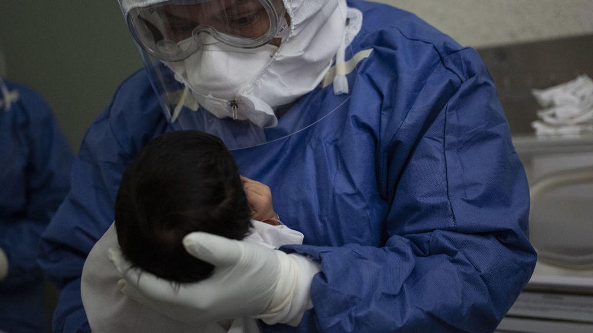 Detectan una nueva variante del coronavirus en un bebé con una carga viral 51.000 veces mayor a la normal