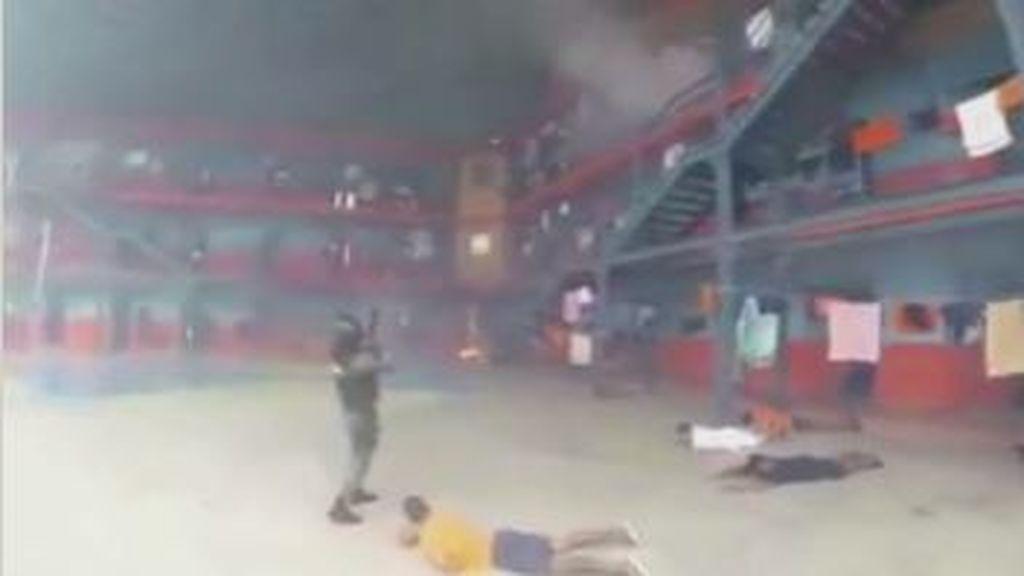 La policía de Ecuador trata de sofocar el motín de la cárcel de Guayaquil