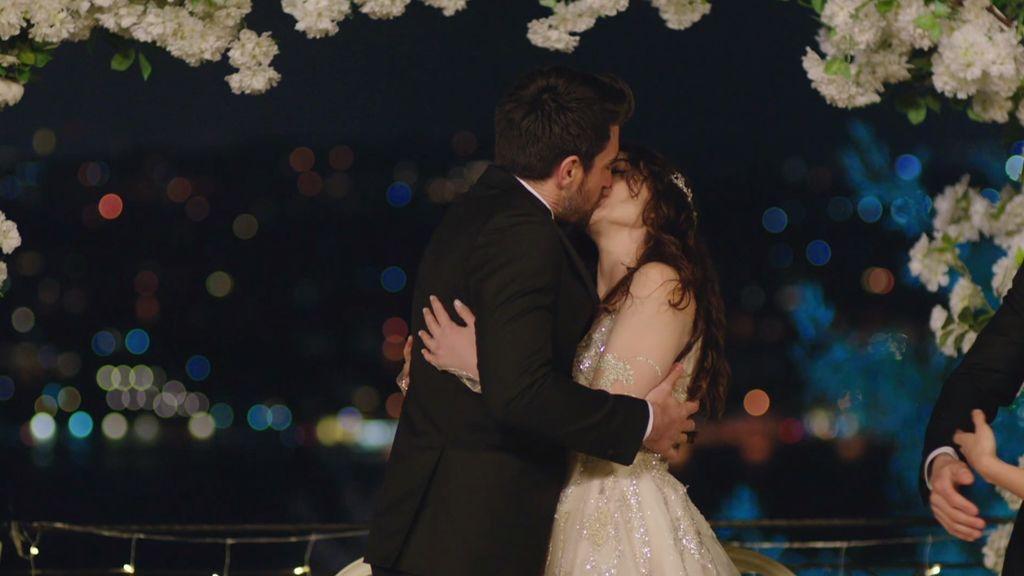 Ayse y Kerem se casan
