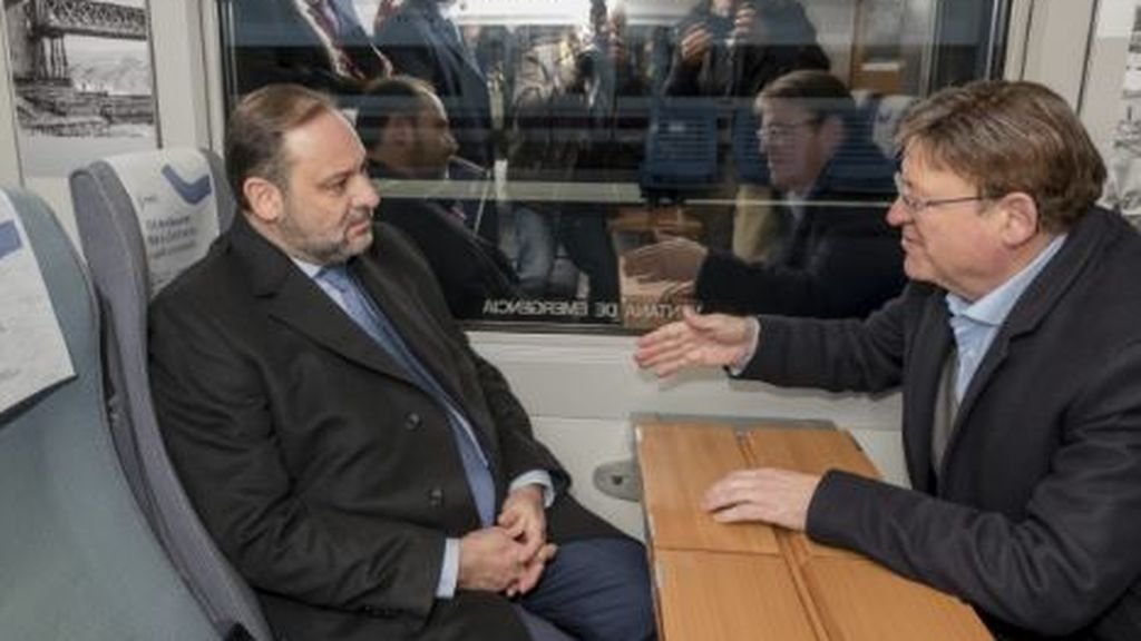 """Renfe cree que hay """"mala fe"""" en las críticas del PP a la foto de Ábalos y Ximo Puig en un AVE a Valencia"""