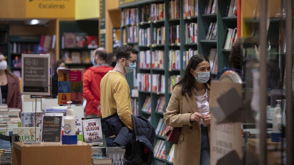 El confinamiento aumenta los lectores en España: el 57% leyó al menos un libro a la semana