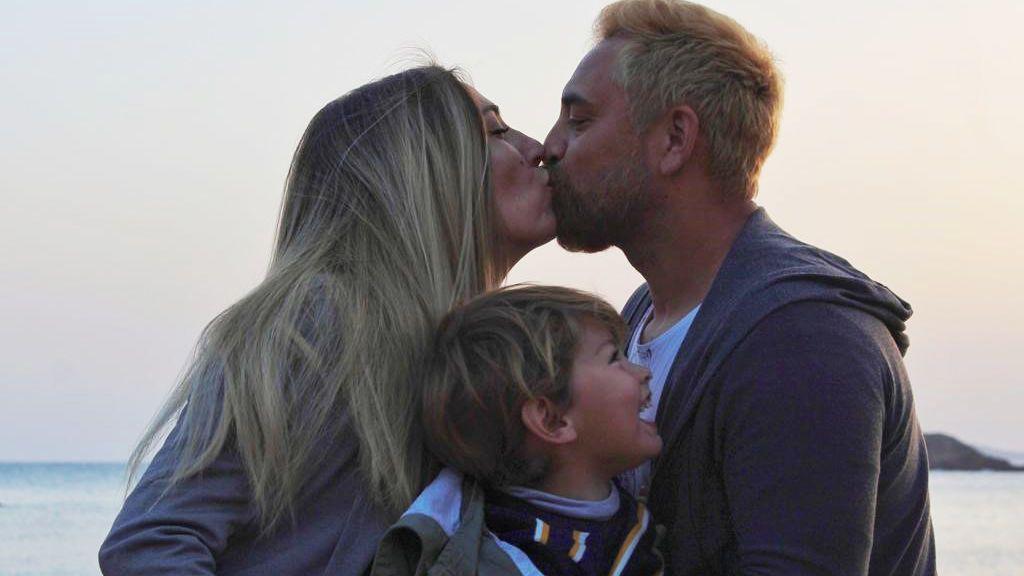 Cristian y Cristina de First Dates, con su hijo Romeo (2021)