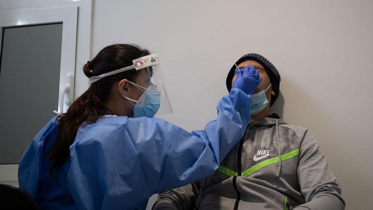 España continúa con los contagios de coronavirus a la baja
