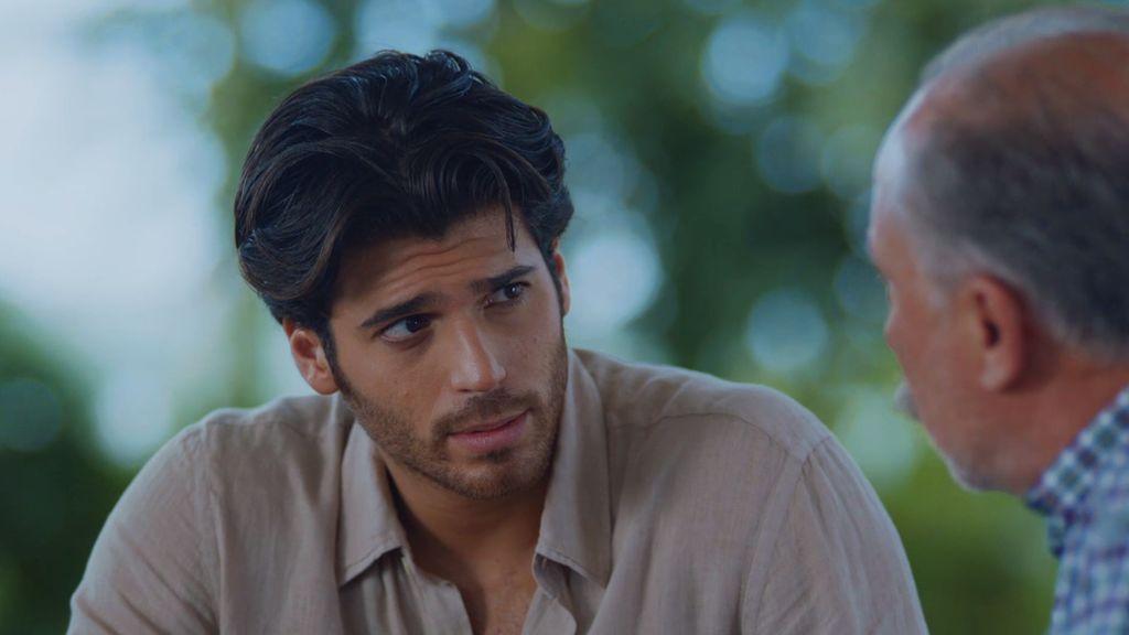 Münir habla con Tarik sobre su secreto