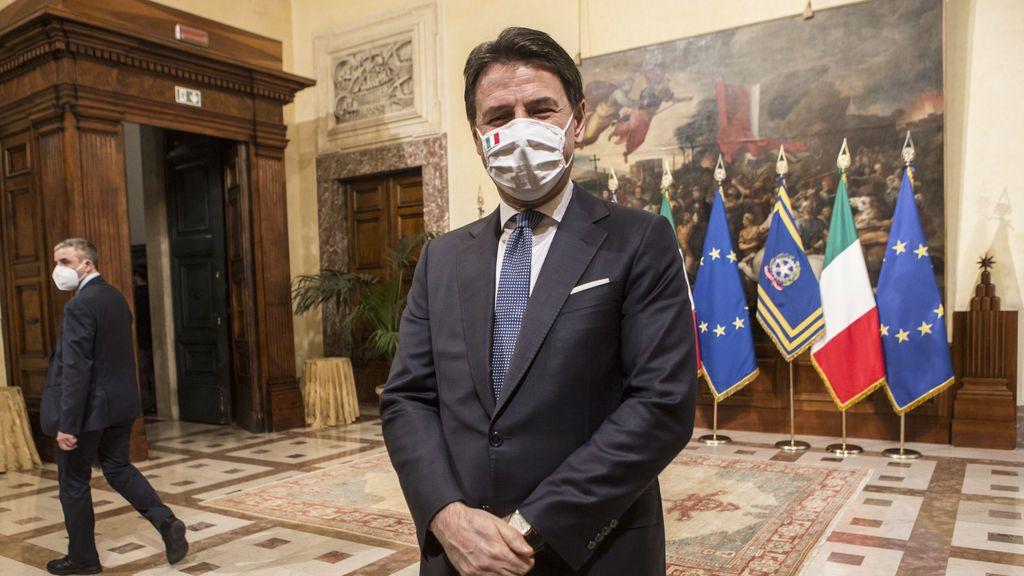 """El regreso de 'il professore' Giuseppe Conte: """"Sólo la política es responsable de la gestión del covid"""""""
