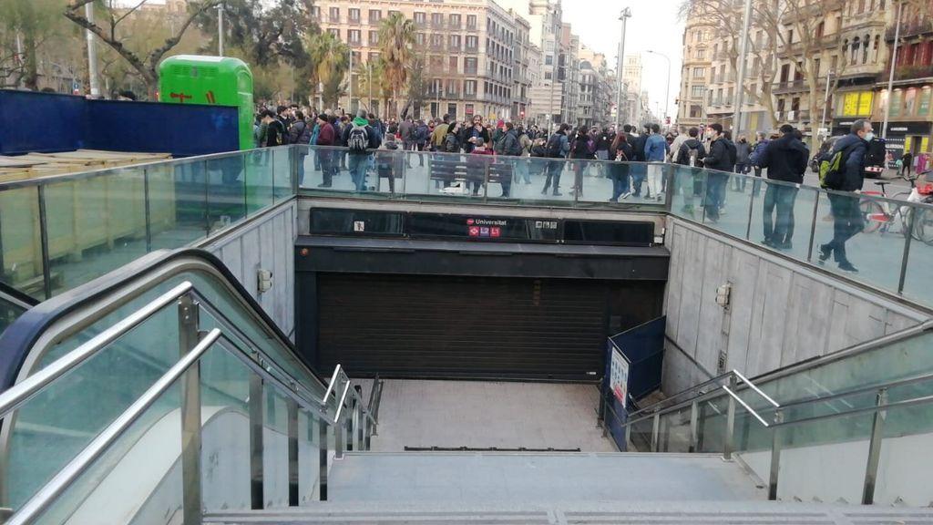 El metro de Barcelona cierra ante las protestas en apoyo a Pablo Hasél