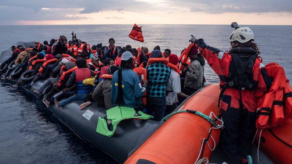 Sea Watch acoge a casi 320 migrantes en su barco tras un nuevo rescate en el Mediterráneo