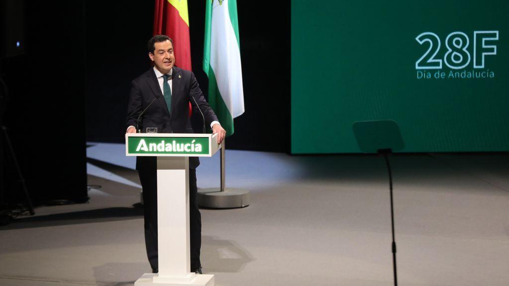 """Juanma Moreno se emociona durante la celebración del Día de Andalucía """"más triste"""""""