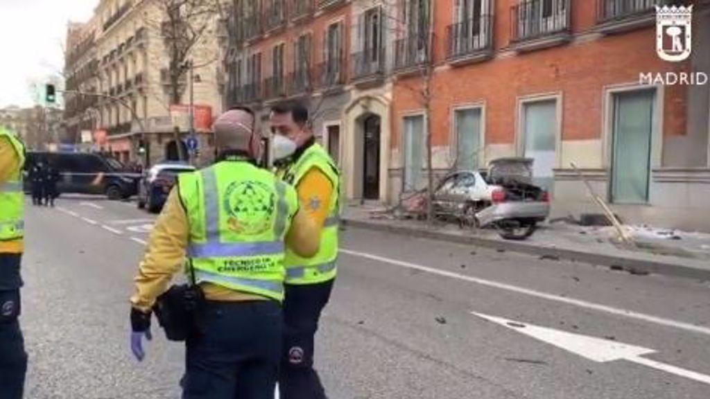Heridos leves 4 policías y otras 3 personas al estrellarse un coche en Madrid tras una persecución policial