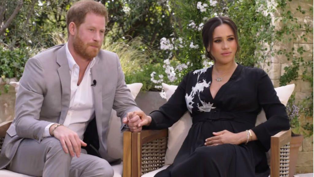 El príncipe Harry compara el 'acoso' que sufre Meghan de la prensa británica con el de su madre Lady Di