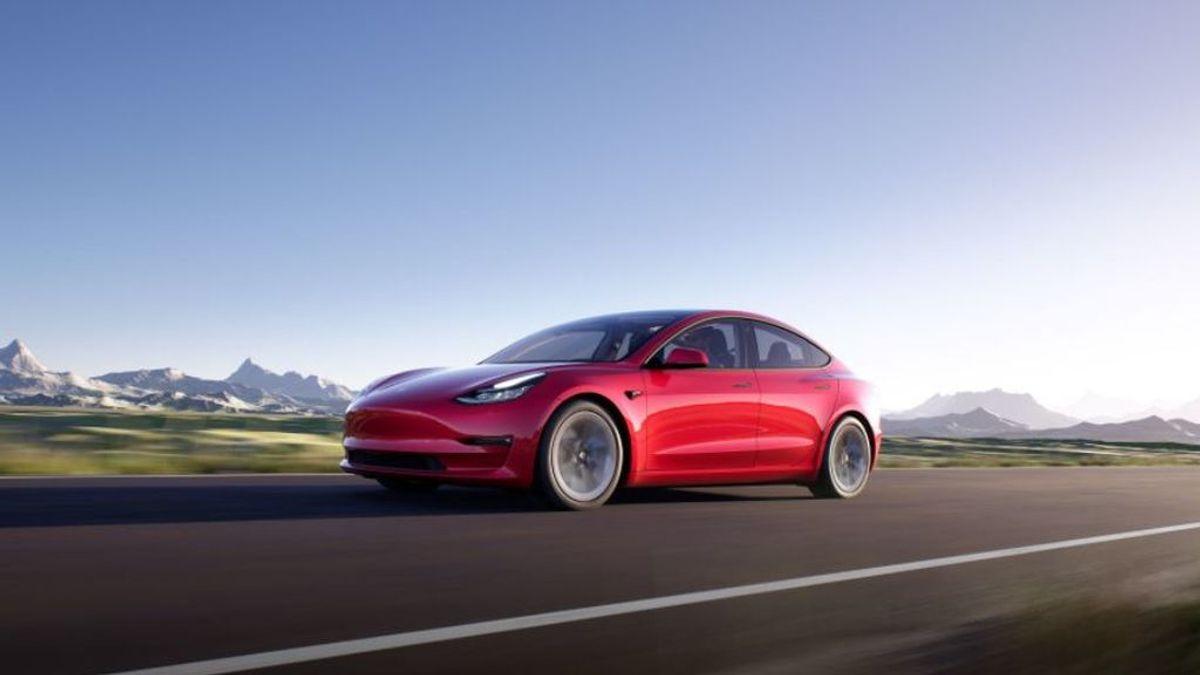 Cómo es el Tesla Model 3, el coche de lujo más vendido en Estados Unidos