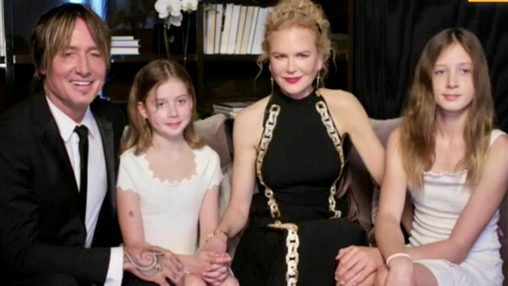 Nicole Kidman con sus dos hijas y su pareja