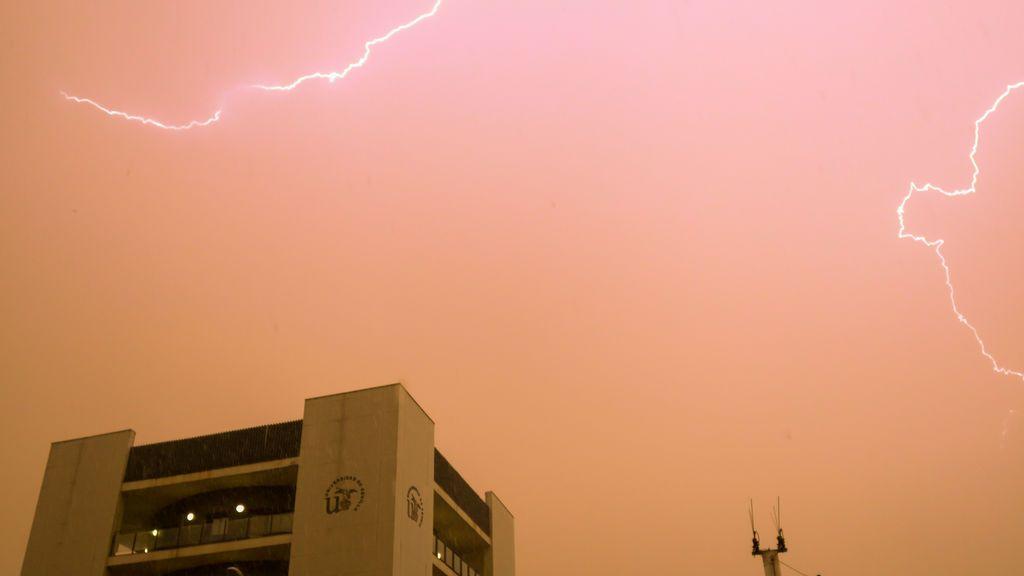 Nube de polvo sahariano y dos DANAs sobre España: ¿dónde va a llover barro?