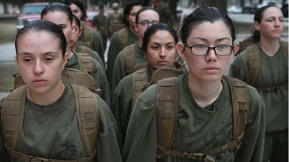 El ejército de Estados Unidos se suelta la melena: las mujeres soldado ya pueden quitarse los moños