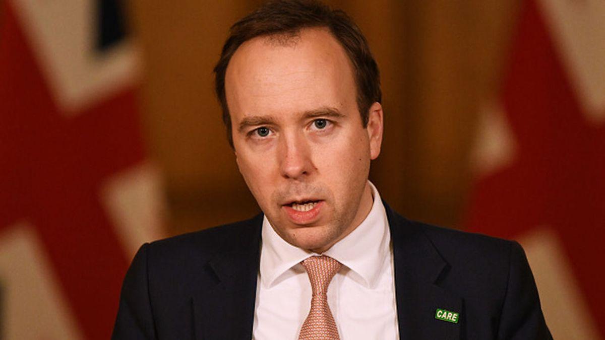 El Ministro de Sanidad británico acorralado por los contratos secretos firmados durante la pandemia