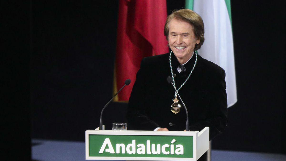 """Raphael monta cierto """"escándalo"""" en redes sociales con su versión del himno de Andalucía"""
