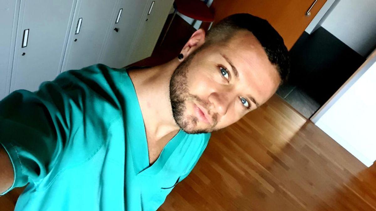 "Néstor Peña, de cantante a auxiliar de enfermería: ""He cantado muchísimo con mis pacientes durante estos meses"""