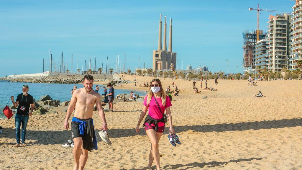 Mascarillas en la playa de Badalona