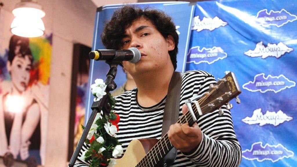 Ed Maverick, de tocar en bares en su México natal a triunfar junto a C. Tangana en 'Párteme la cara'