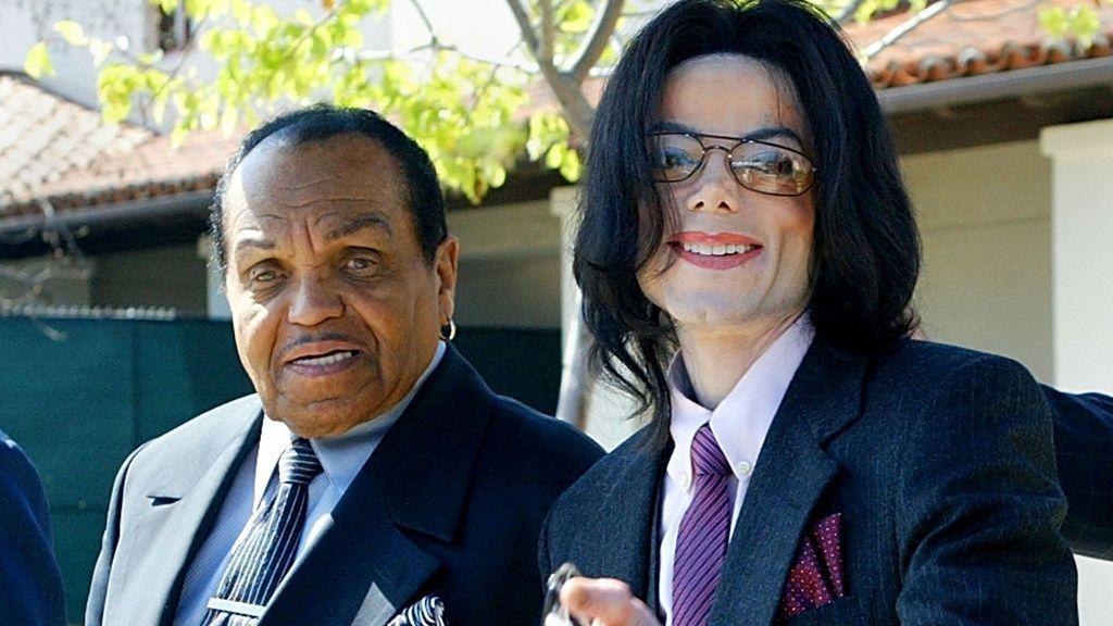 El padre de Michael Jackson se quiso quedar con parte de la fortuna del cantante tras su muerte.
