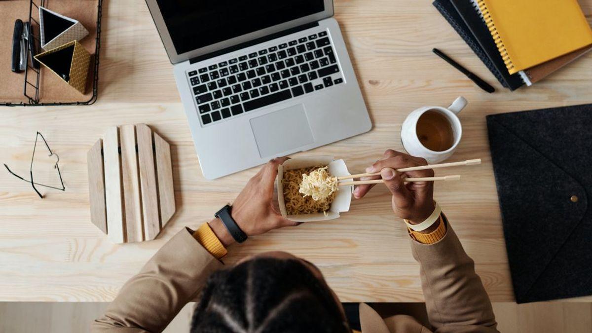 Cuál es el impacto de comer frente al ordenador