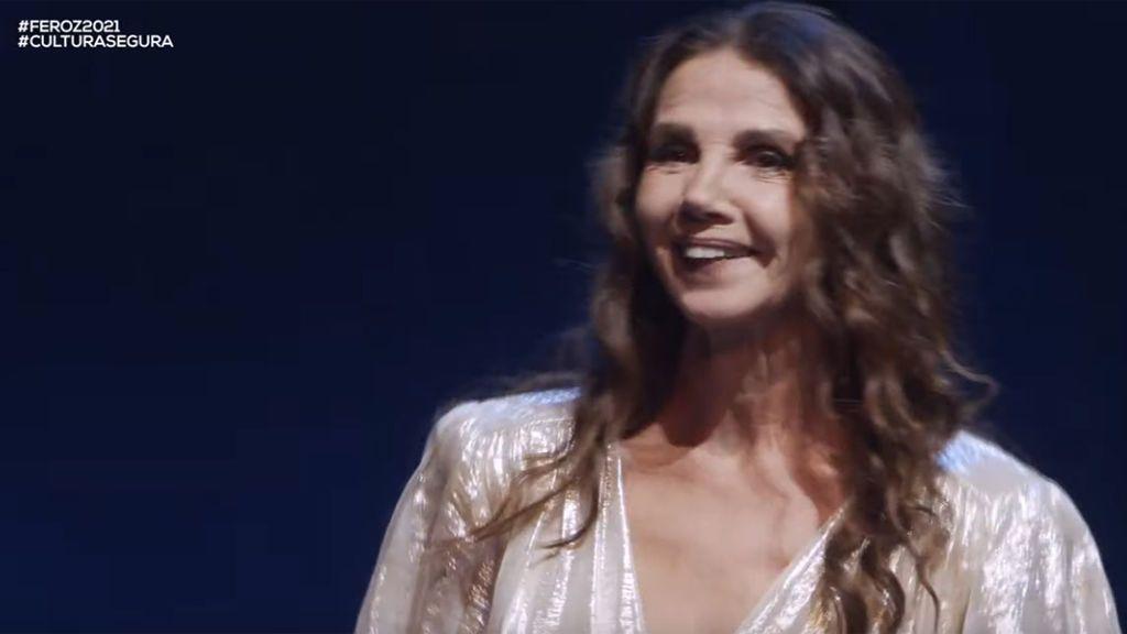 Victoria Abril recoge sin mascarilla su galardón honorífico en los Premios Feroz 2021