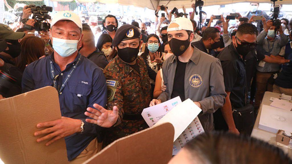 Bukele gana las elecciones en El Salvador según los sondeos