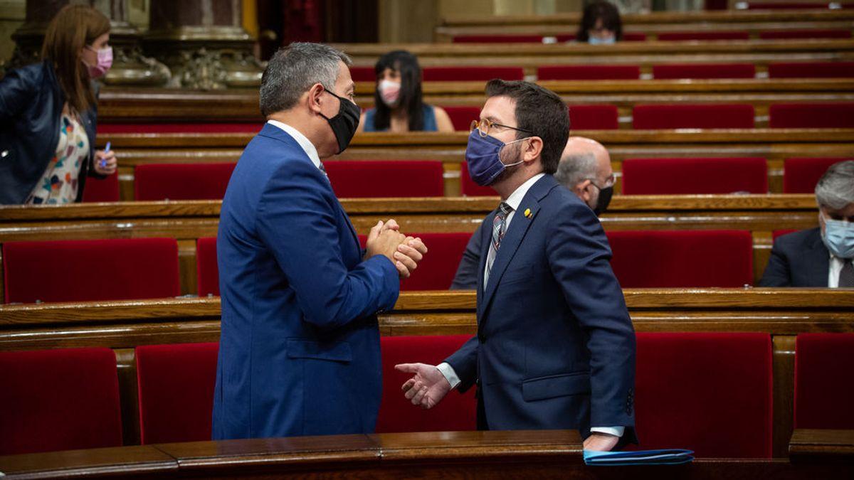 Lluvia de críticas a Aragonès por sacrificar a los Mossos y condicionar la convivencia a una negociación
