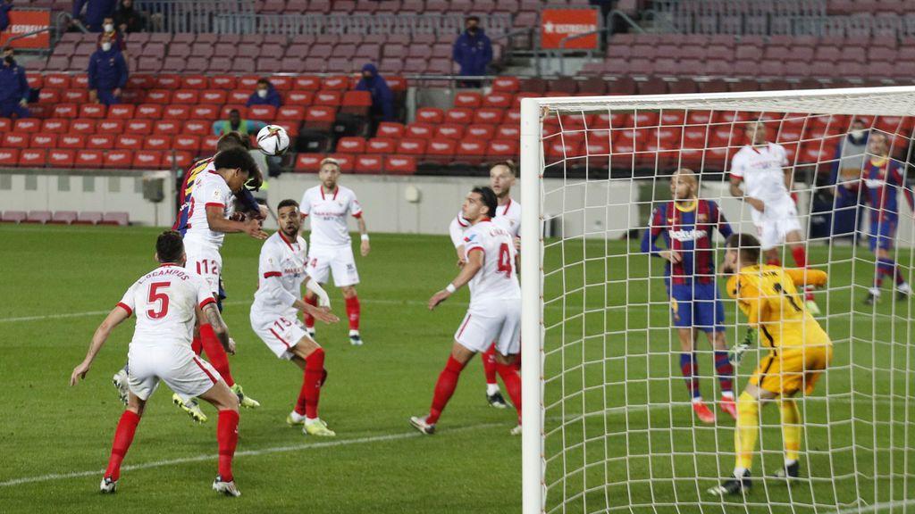 Piqué empata de cabeza, enloquece y manda el partido ante el Sevilla a la prórroga (2-0)
