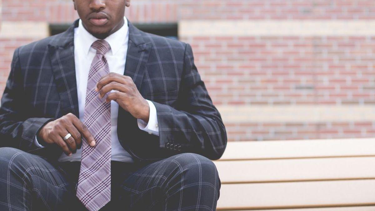 Cómo hacer un nudo en la corbata