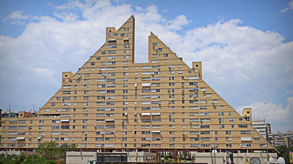 Qual è l'edificio più brutto della Spagna? 4