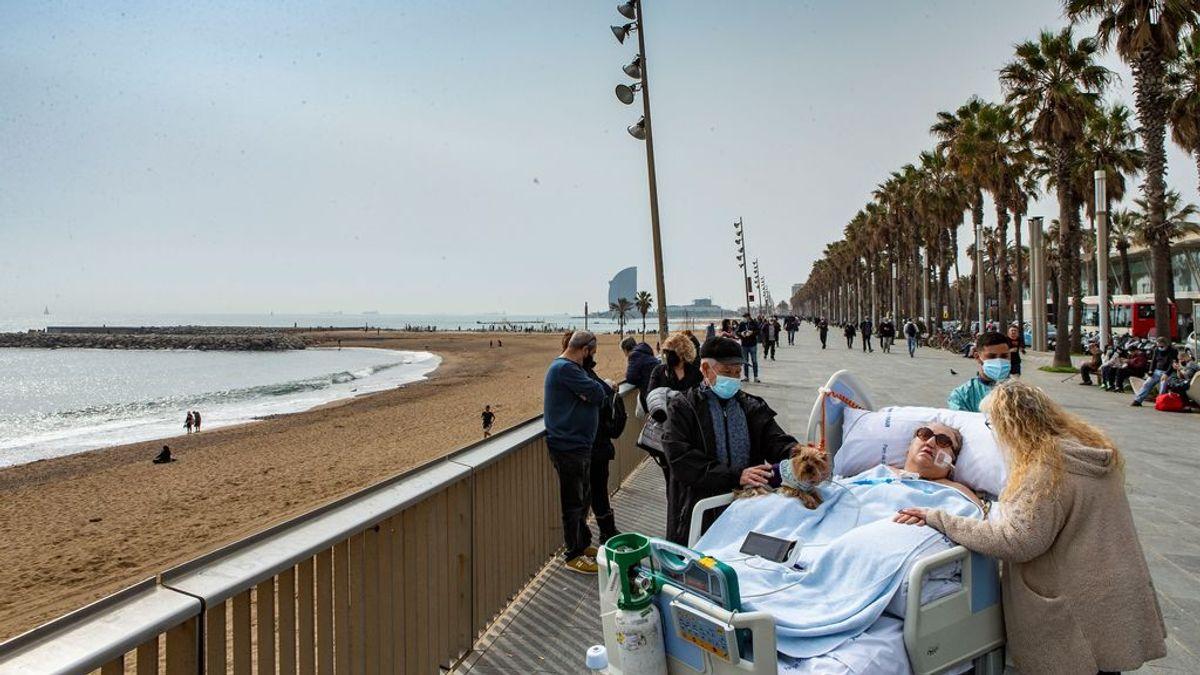 Sacan a tomar el sol a una paciente de COVID que lleva 36 días en la UCI