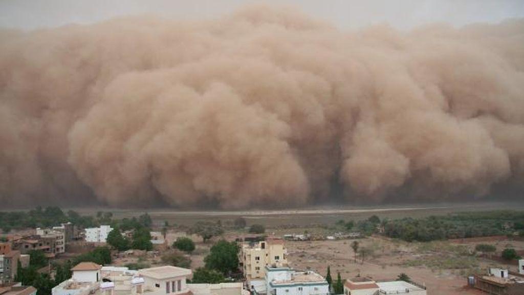 ¿Dónde se originan las tormentas de polvo que provocan lluvias de sangre?