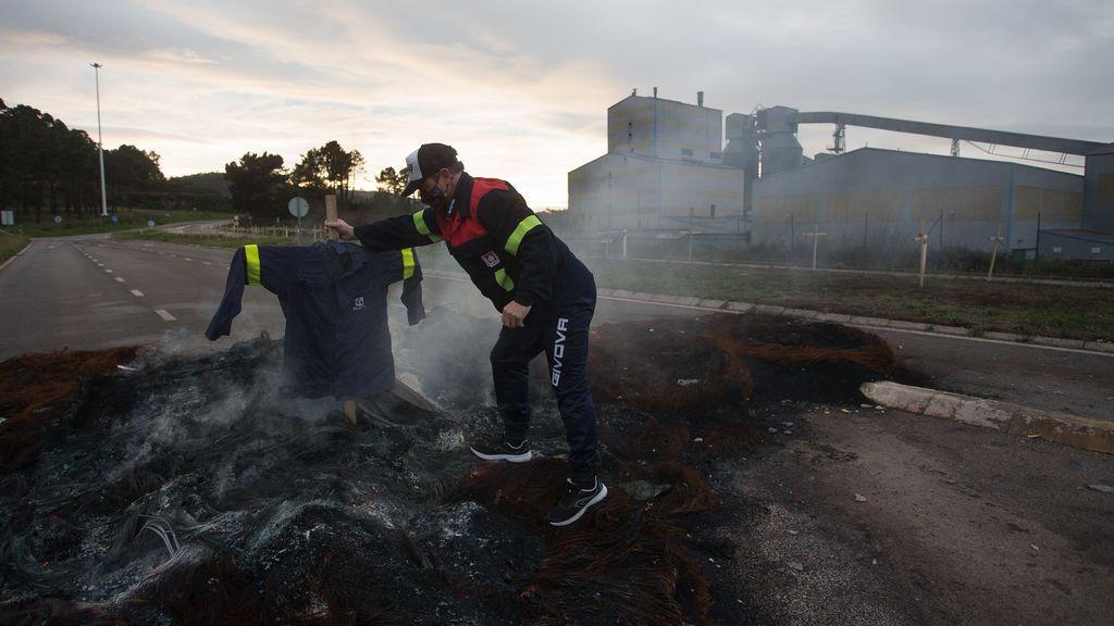 Un centenar de policías registran las instalaciones de Alcoa tras una denuncia por posibles irregularidades