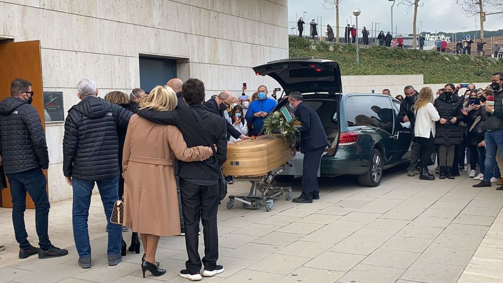 El último adiós a Álex Casademunt: con compañeros de 'OT1' como Bisbal o Bustamante y un centenar de fans