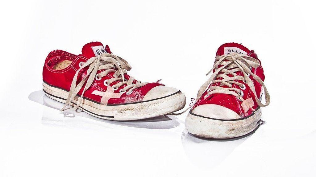 Cómo arreglar unas zapatillas y dejarlas como nuevas en segundos, el consejo que arrasa en la Red